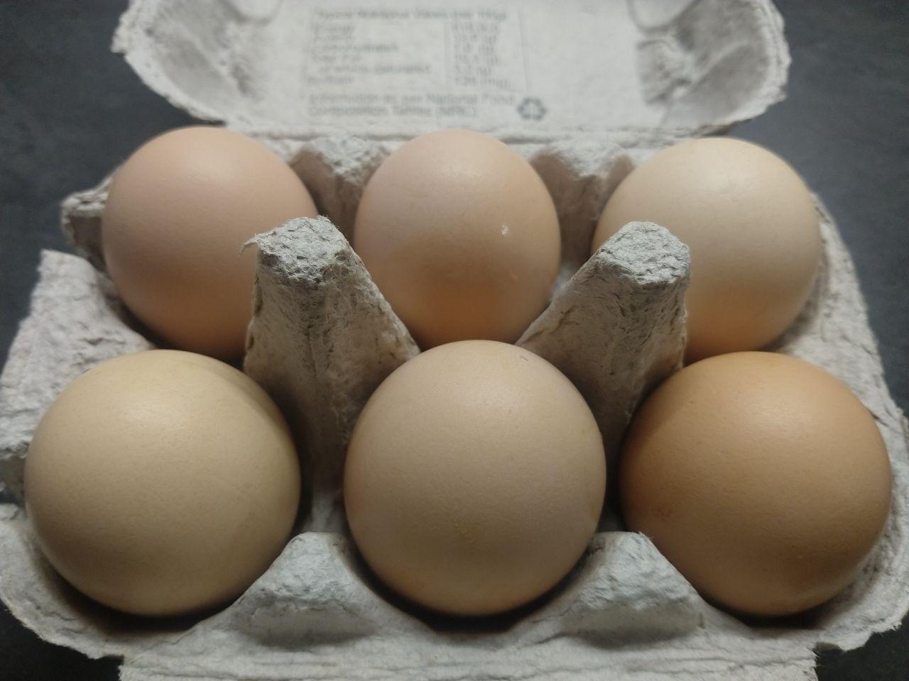 Artisan Eggs – Half Dozen