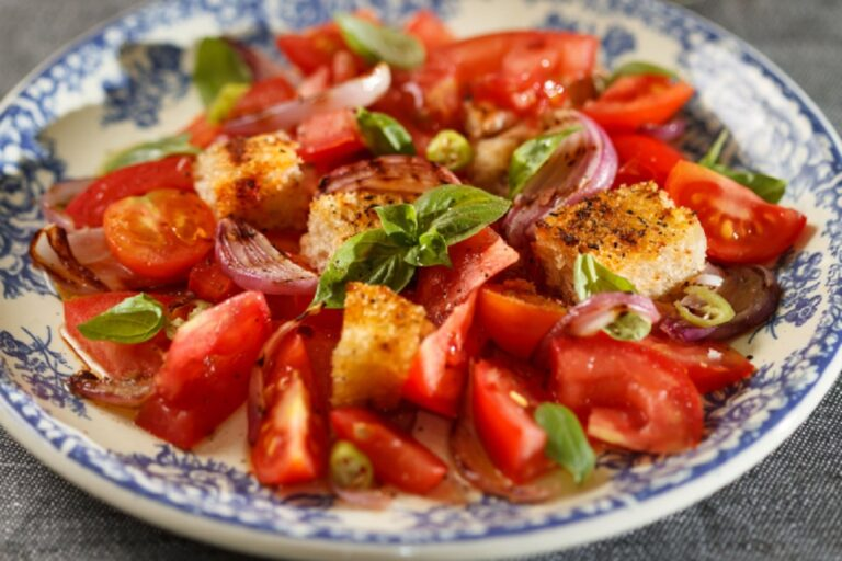 panzanella with garlic croutons VEGAN DP 768x512