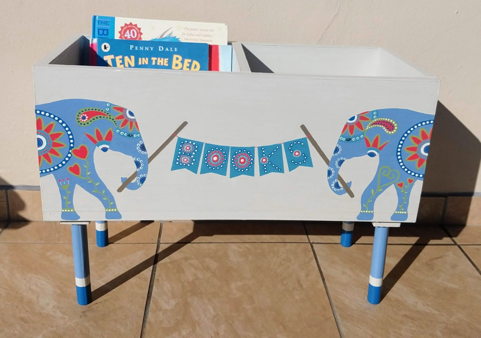 Kids Elephant Book Stand – In Stock